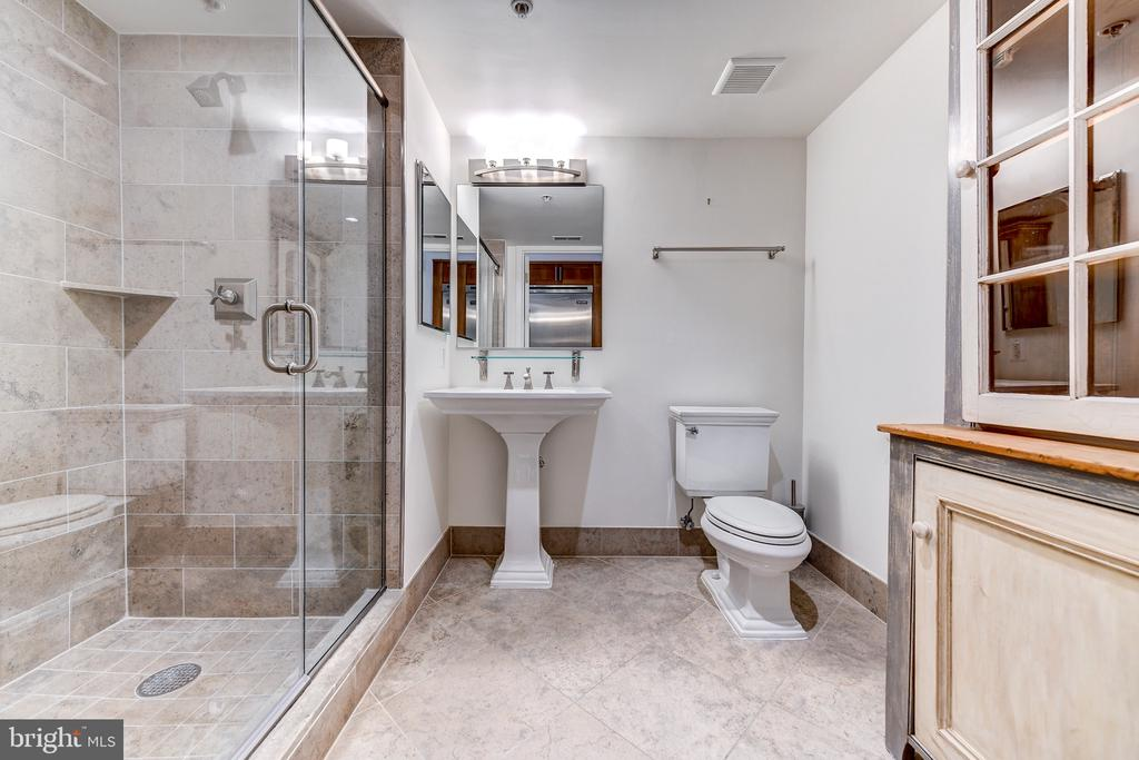 Full bath - 4301 MILITARY RD NW #112, WASHINGTON