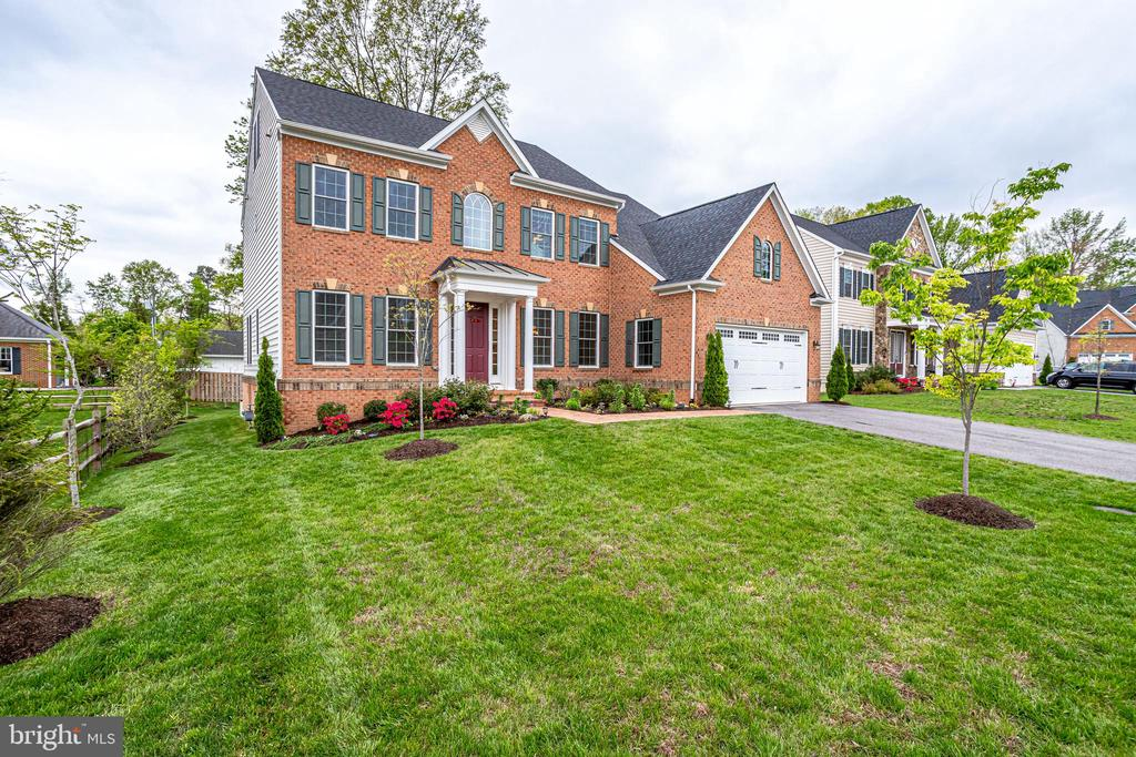 Nearly 5,000 square feet with 5BDRM, 4.5 BA - 1381 BISHOP CREST CT, ALEXANDRIA