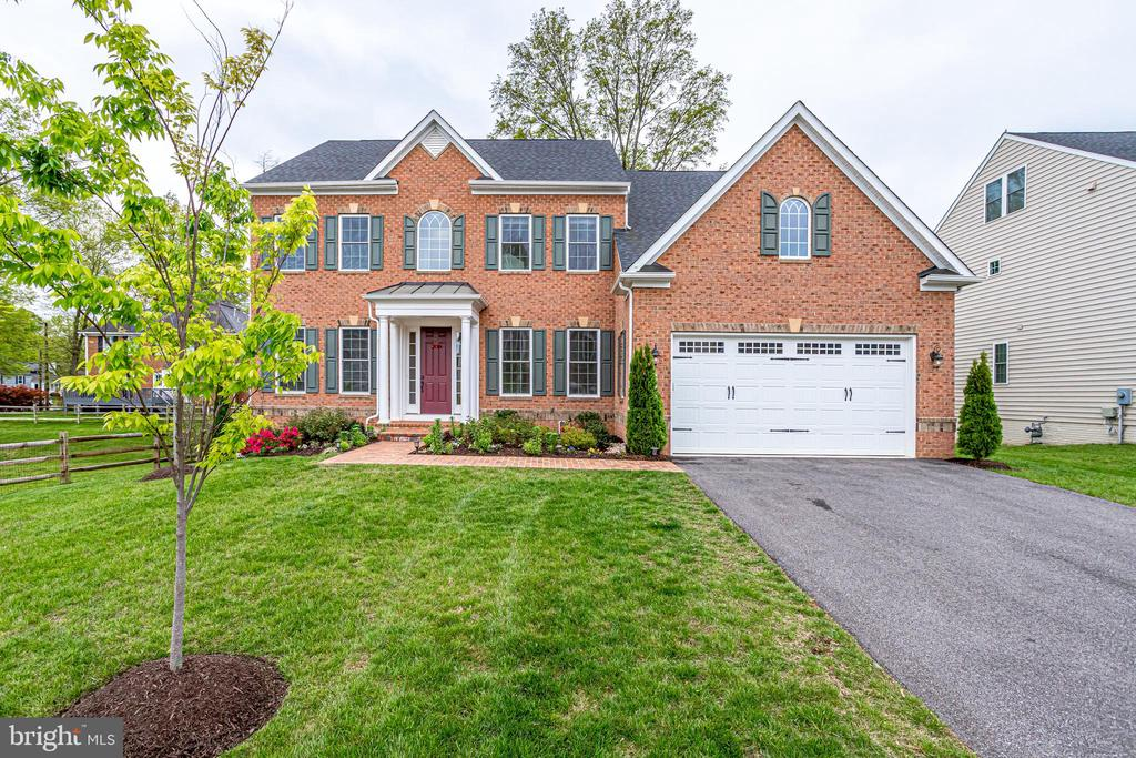 Stunning home built for living and entertaining - 1381 BISHOP CREST CT, ALEXANDRIA