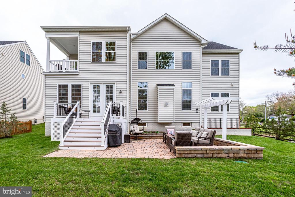 A perfect place for outdoor entertaining - 1381 BISHOP CREST CT, ALEXANDRIA