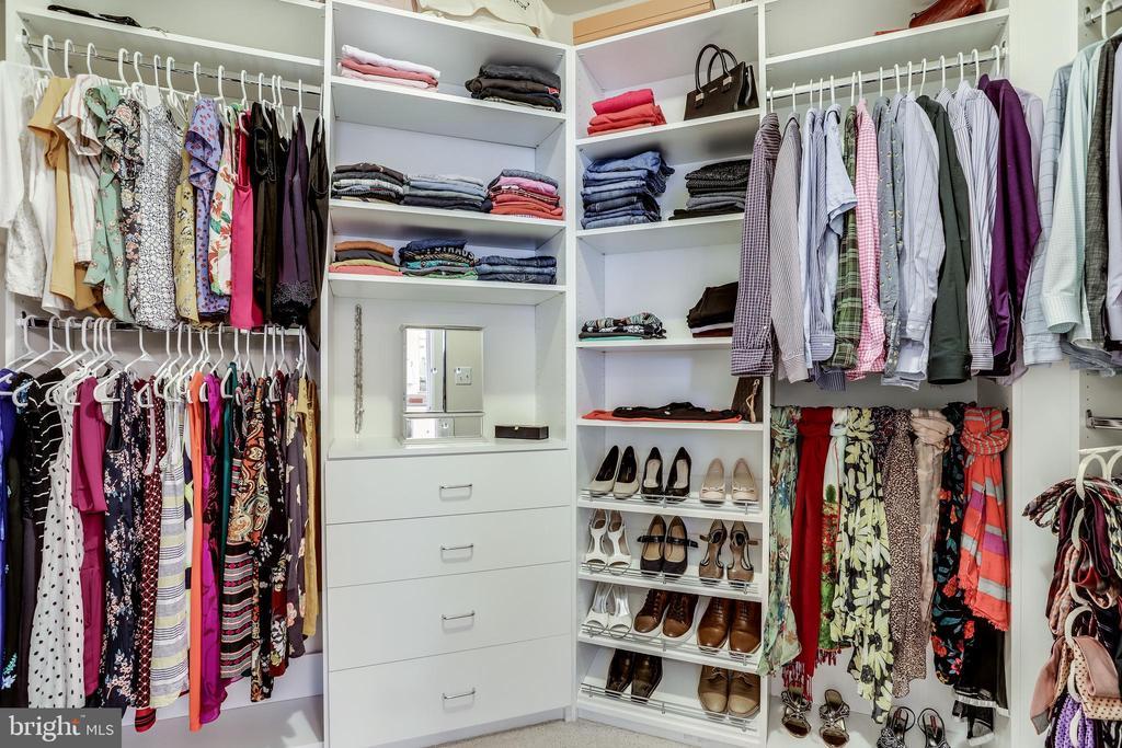 Walk-in closet with custom storage - 1381 BISHOP CREST CT, ALEXANDRIA