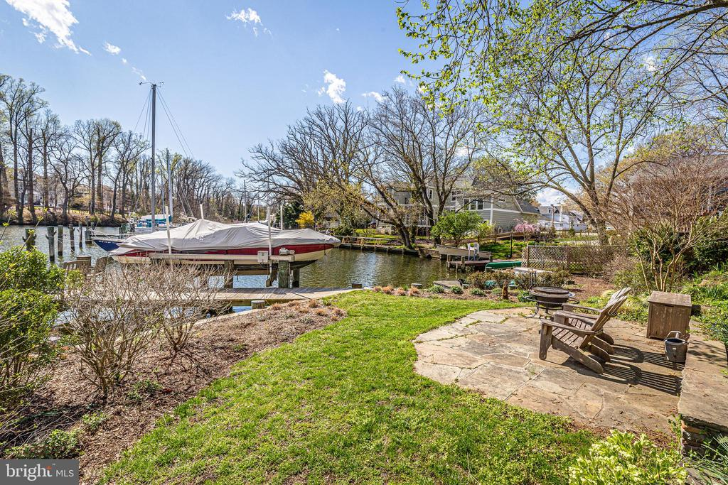 Terrace garden and patios to the waterside - 610 BURNSIDE ST, ANNAPOLIS