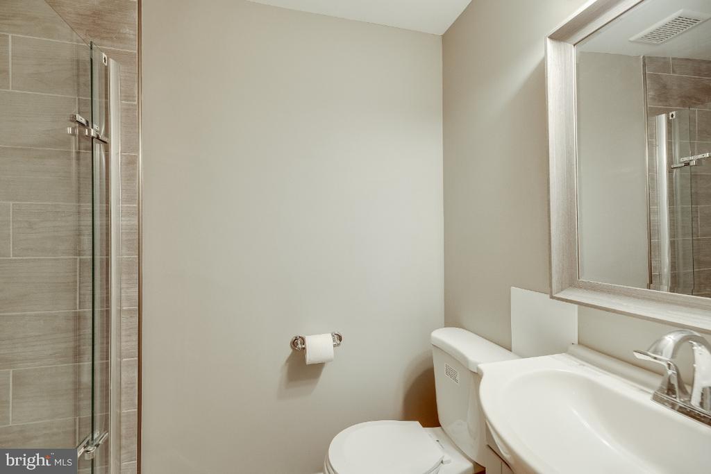 BASEMENT INLAW SUITE BATHROOM - 4923 4TH ST NW, WASHINGTON