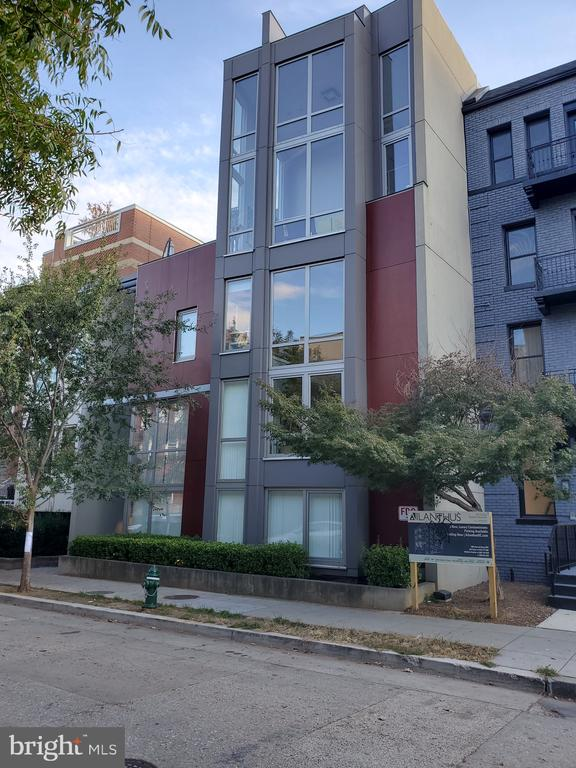 Walk to everything. Centrally Located! - 1466 NW HARVARD ST NW #PH-3, WASHINGTON