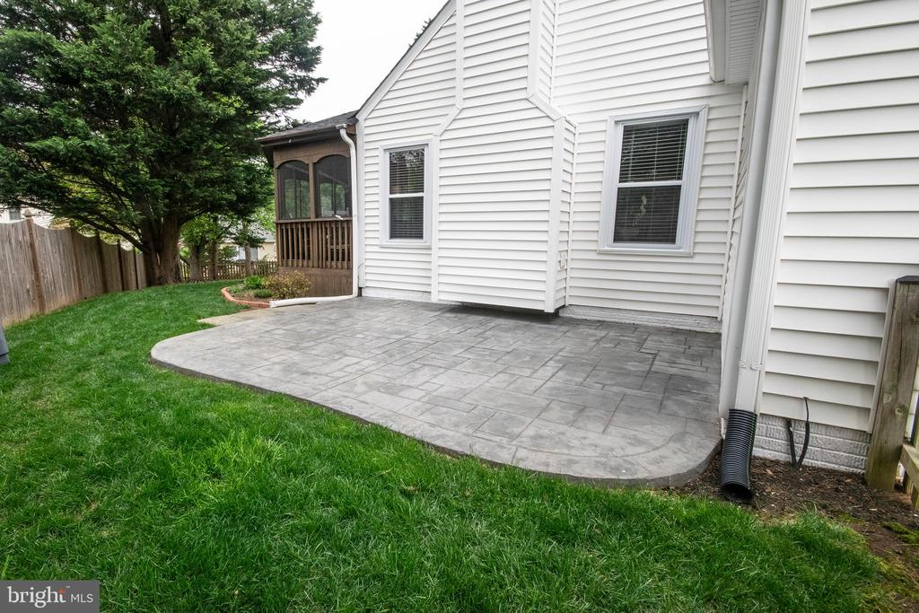 Stamped concrete patio on side. - 29 BURNS RD, STAFFORD