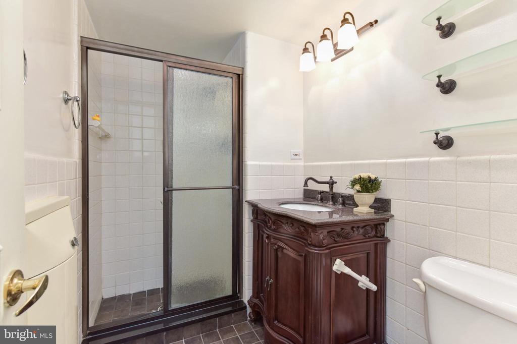 Second bedroom full bath - 2801 NEW MEXICO AVE NW #1211, WASHINGTON