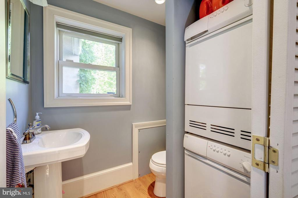 Stack washer/dryer in powder room - 529 4TH ST SE, WASHINGTON