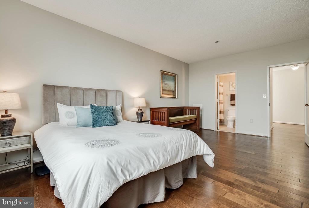 2nd Bedroom - 1300 CRYSTAL DR #PH14S, ARLINGTON