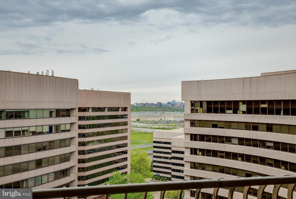 Penthouse Level with View of Pentagon - 1300 CRYSTAL DR #PH14S, ARLINGTON