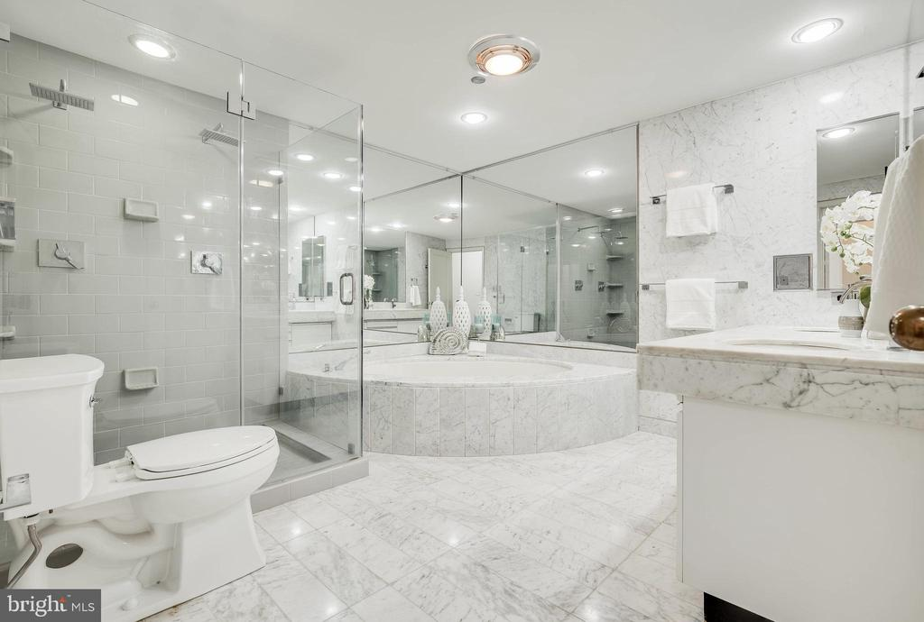 Marble Bathroom - 1300 CRYSTAL DR #PH14S, ARLINGTON