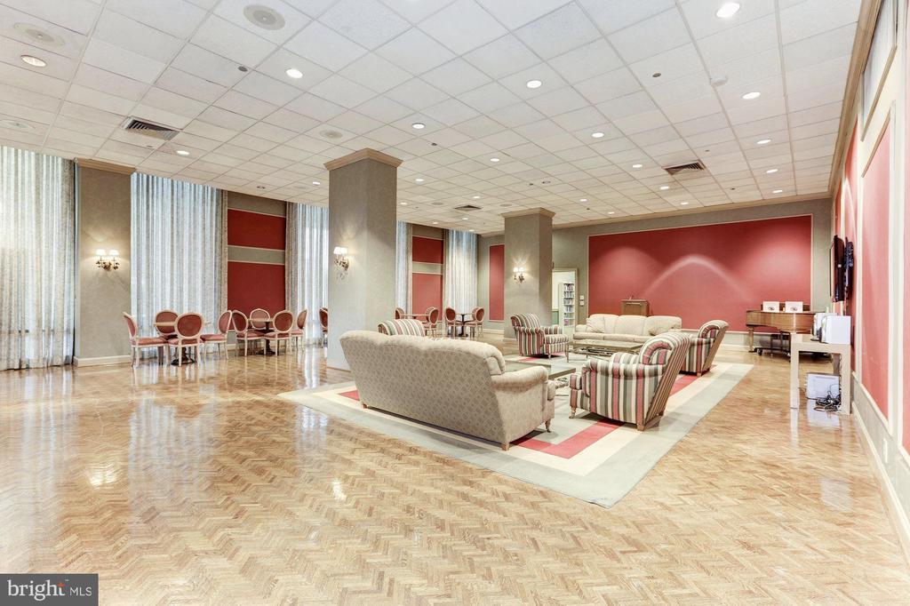 Meeting/Party Room - 1300 CRYSTAL DR #PH14S, ARLINGTON