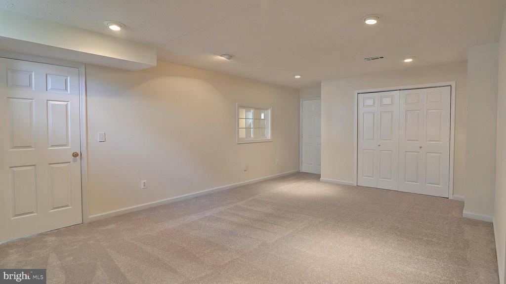 Bedroom 6, access to full bath - 43262 LECROY CIR, LEESBURG