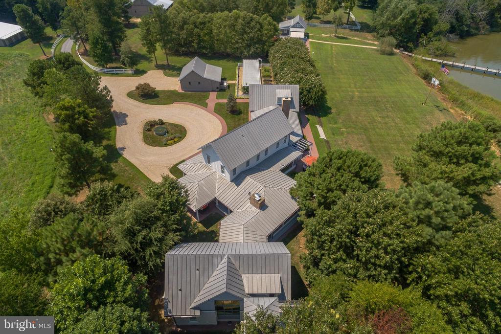 Intricate zinc-coated stainless steel roof line - 15270 HATTON LANDING DR, NEWBURG