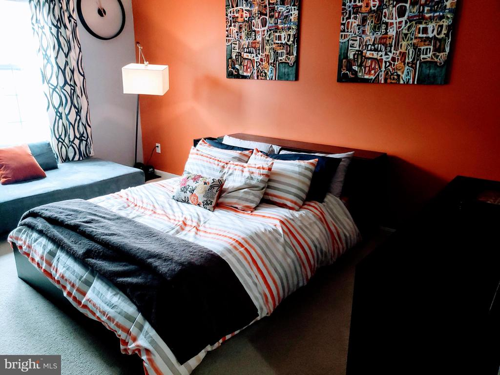 Master bedroom with walkin - 24701 BYRNE MEADOW SQ #302, ALDIE