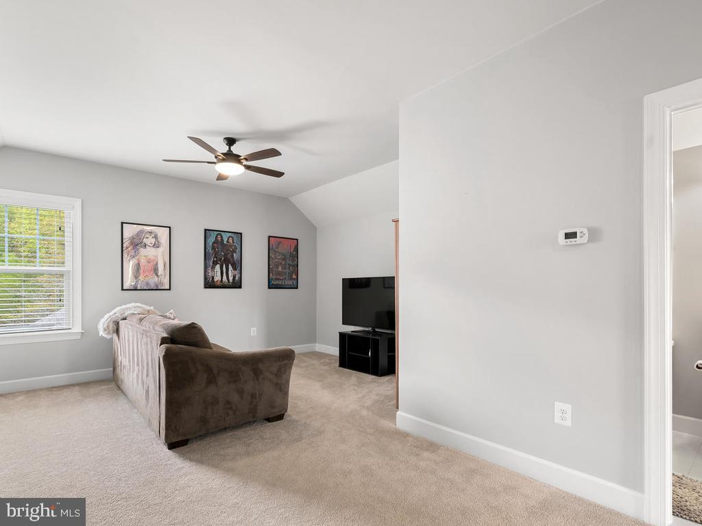 Retreat to this 3rd floor private loft - 41532 BLAISE HAMLET LN, LEESBURG
