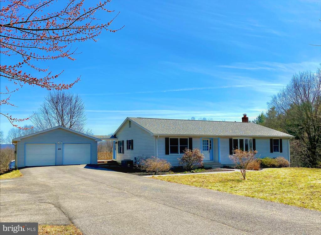 Ranch Style Home with Detached Garage - 424 PEMBROKE WAY, CHARLES TOWN