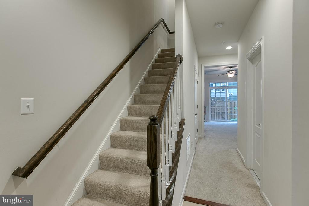 Lower-level entryway - 7475 RIDING MEADOW WAY, MANASSAS