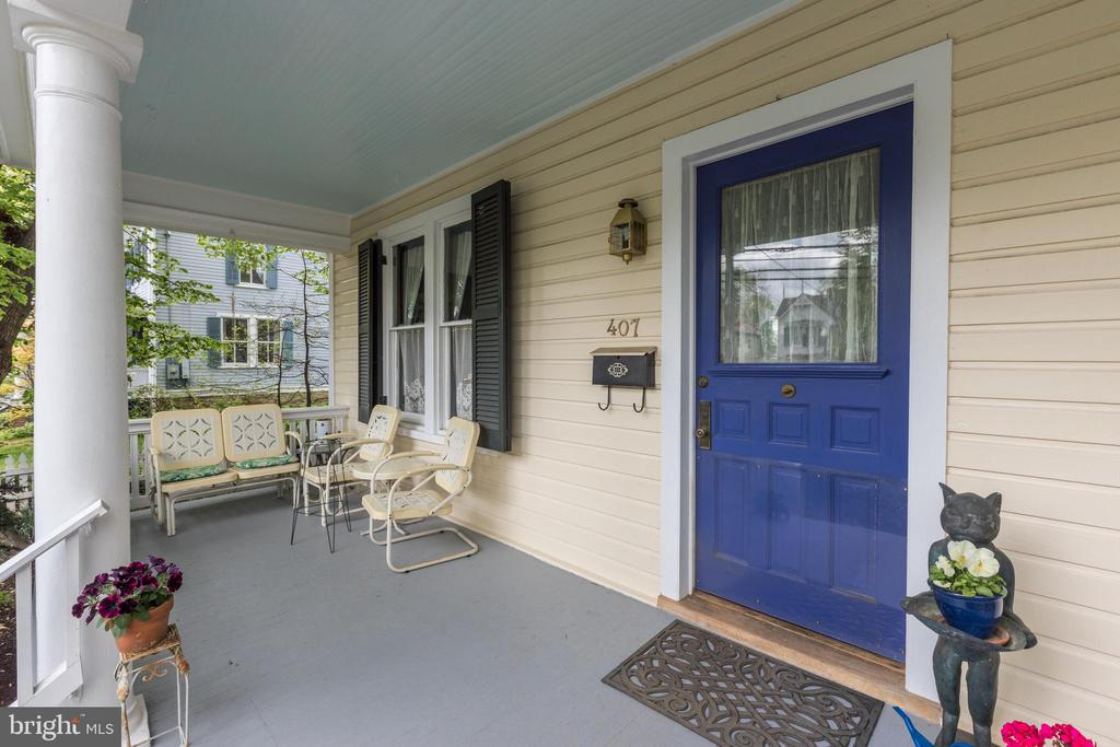 Relax, read a book, sip coffee on your front porch - 407 S KING ST, LEESBURG