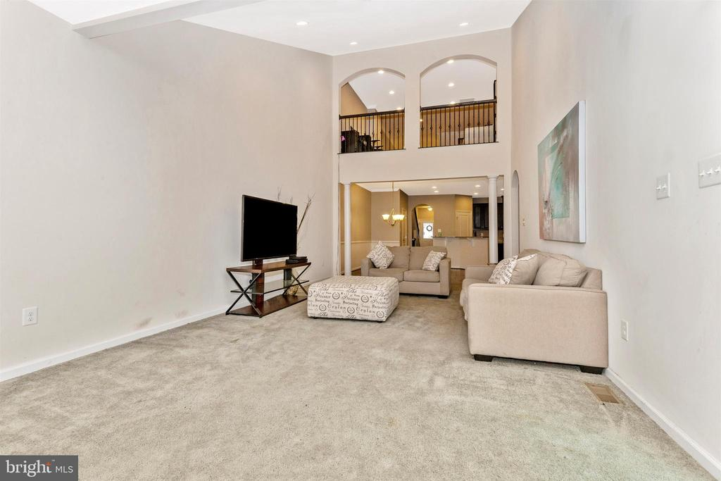 Spacious Family Room w/ Cathedral Ceiling - 1287 DRYDOCK ST, BRUNSWICK