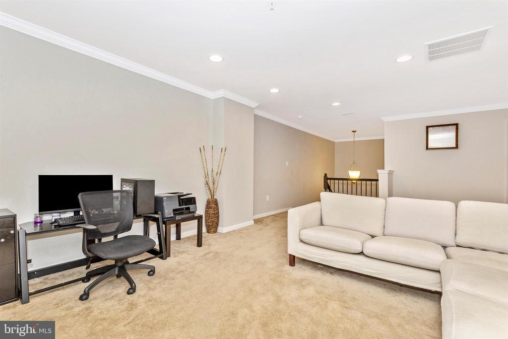 Upper Level Loft/Living Room - 1287 DRYDOCK ST, BRUNSWICK