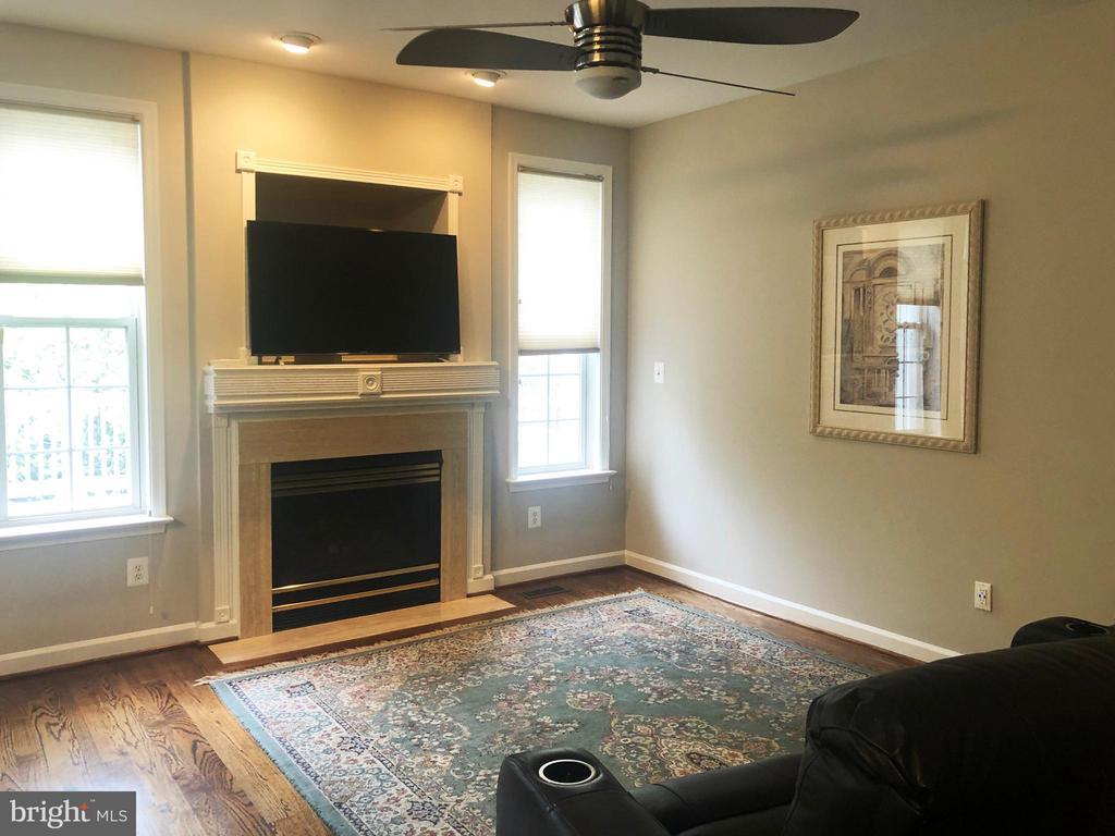 Family room off kitchen - 12222 DORRANCE CT, RESTON