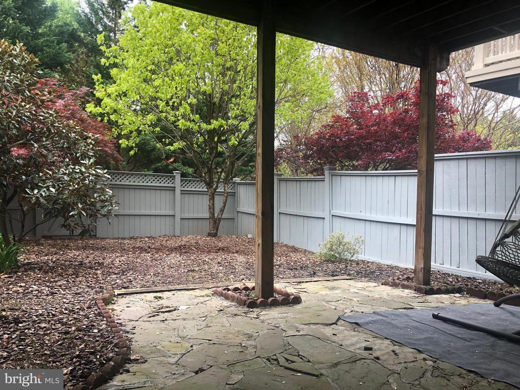 large fulling fenced back yard - 12222 DORRANCE CT, RESTON