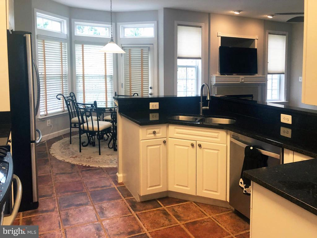 lots of counter space - 12222 DORRANCE CT, RESTON