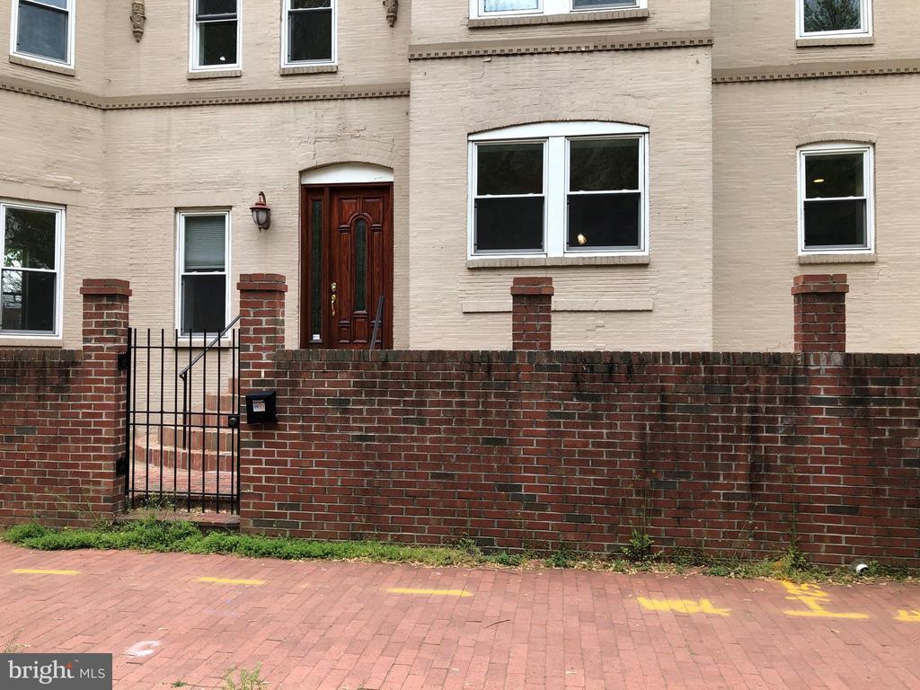 Front entrance to the Main level - 656 9TH ST NE, WASHINGTON