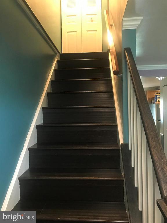 Stairway - 18711 BARN SWALLOW TER, GAITHERSBURG