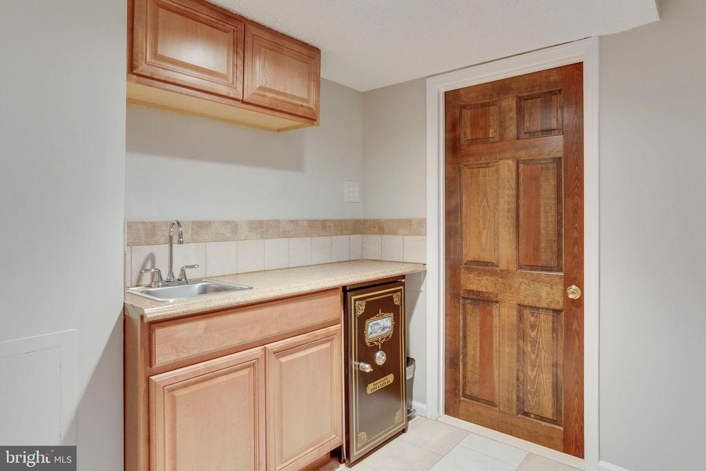 Kitchenette with sink and beverage refrigerator - 2106 ROBIN WAY CT, VIENNA