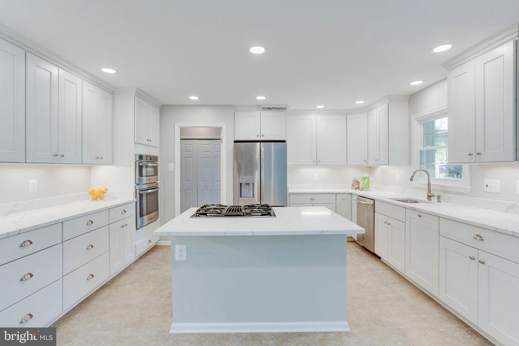 Wow!  Just WOW! FULLY RENOVATED 2019! - 2106 ROBIN WAY CT, VIENNA