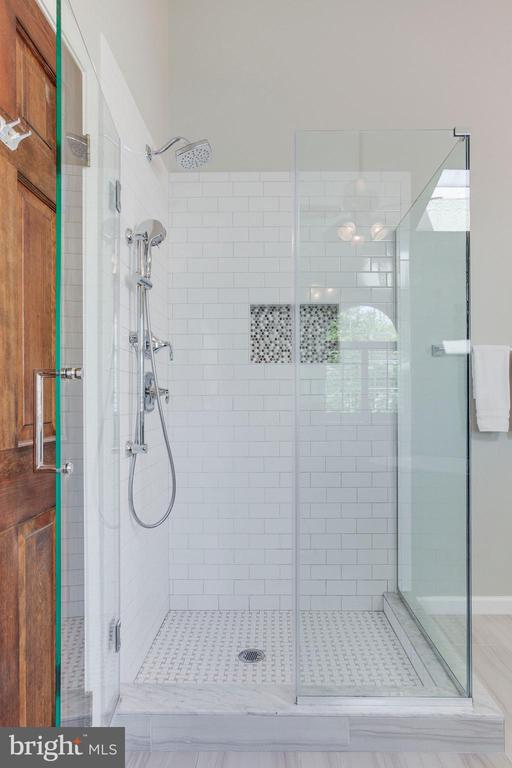Frameless shower! Look at that tile work! - 2106 ROBIN WAY CT, VIENNA