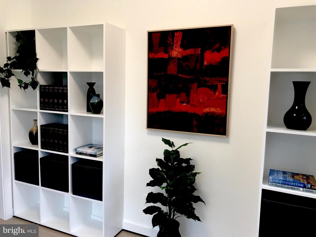Study cubes, books, plants, display - 114 TAPAWINGO RD SW, VIENNA