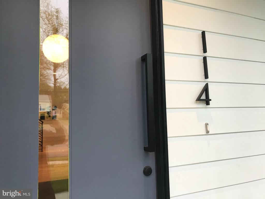 Welcome - front door, glass house numbers - 114 TAPAWINGO RD SW, VIENNA
