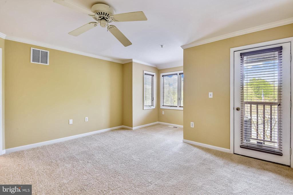 Owner's Bedroom to private deck. - 7016 CLINTON CT #22A, ANNAPOLIS