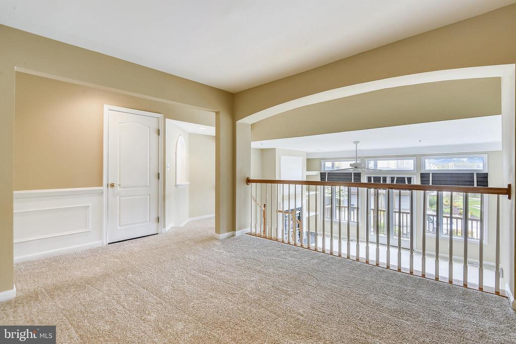 Custom moldings, archways & nooks throughout. - 7016 CLINTON CT #22A, ANNAPOLIS
