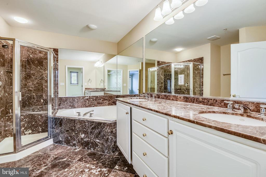 Lavish Owner's Bath  with double bowl vaninty. - 7016 CLINTON CT #22A, ANNAPOLIS