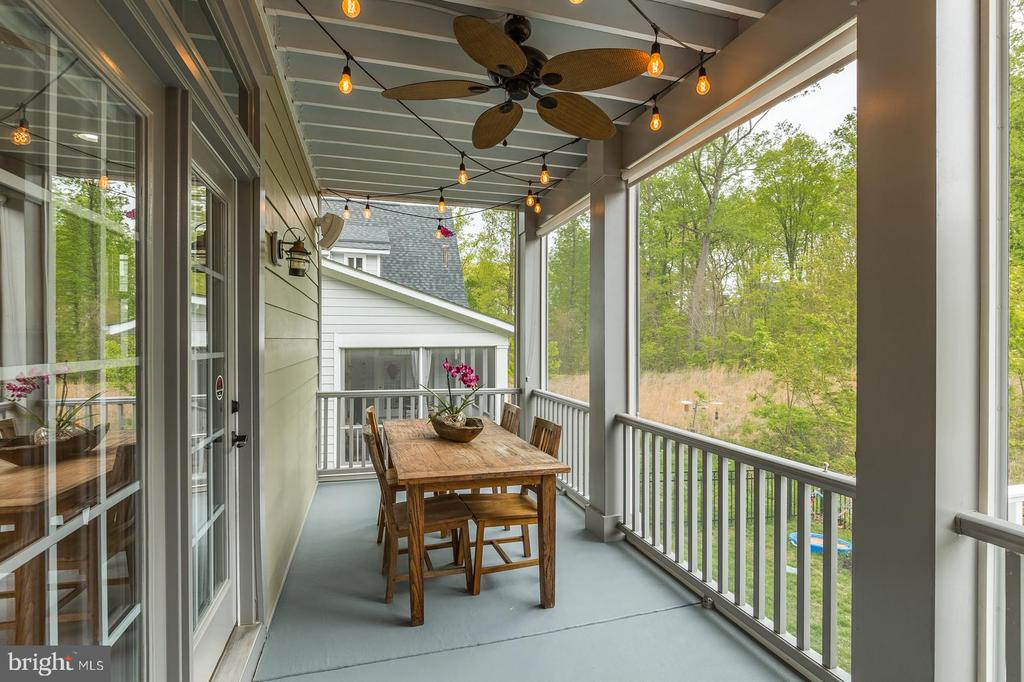 Ceiling fan, exterior speakers...wooded views - 17109 GULLWING DR, DUMFRIES