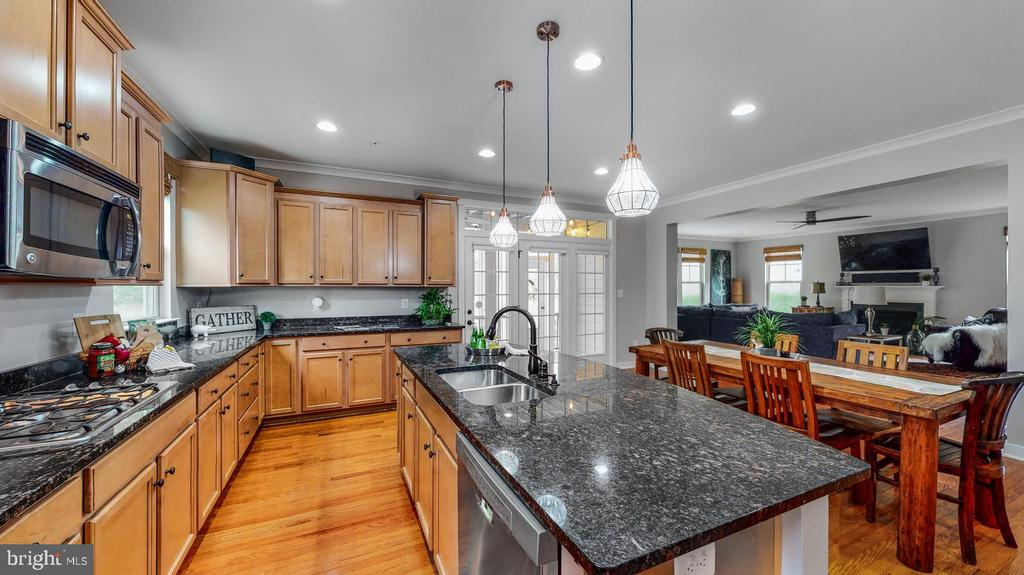 Look at all the counter space! - 17109 GULLWING DR, DUMFRIES