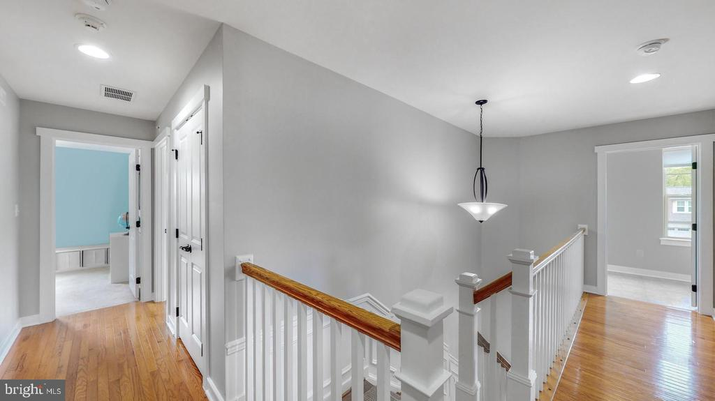 Upstairs has 4 BR's, 3.5 Baths, Laundry Room - 17109 GULLWING DR, DUMFRIES