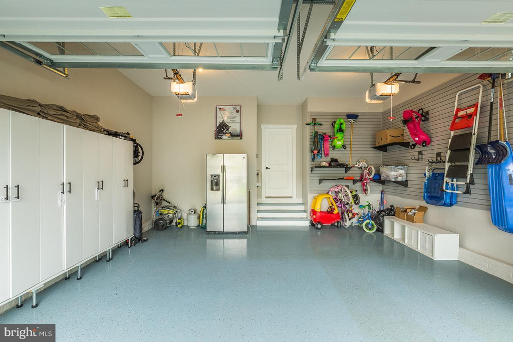 Now that's is a garage! - 17109 GULLWING DR, DUMFRIES