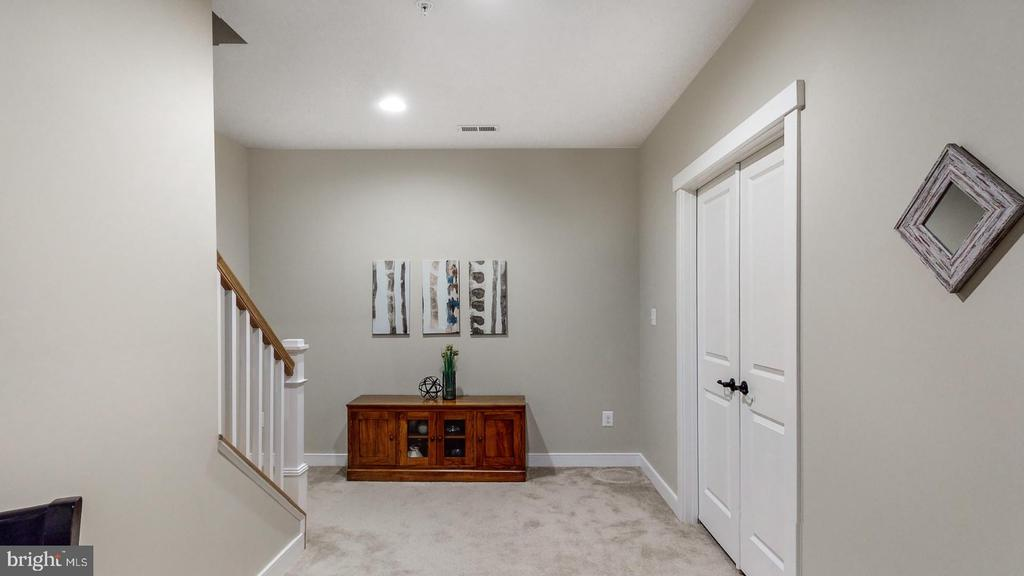 Look how light and bright this space is - 17109 GULLWING DR, DUMFRIES