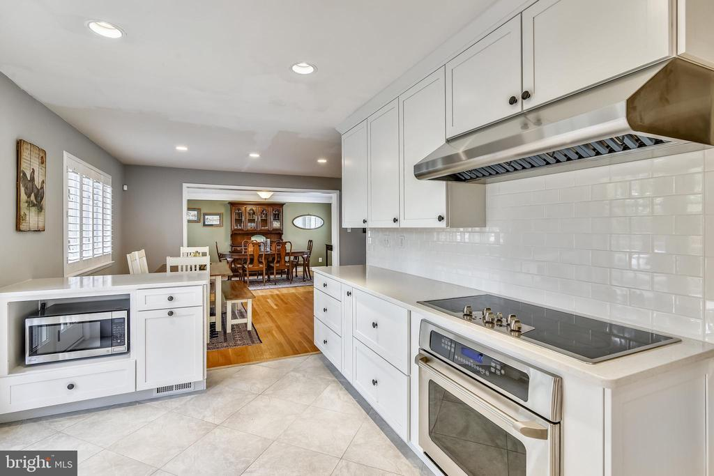 New kitchen just completed - 3425 N RANDOLPH ST, ARLINGTON