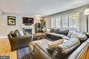 Large, Sunfilled Living Room - 3425 N RANDOLPH ST, ARLINGTON