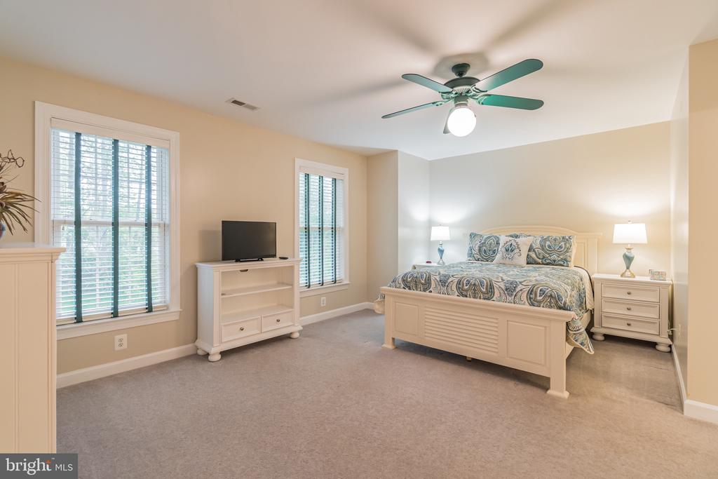 Upper level 3rd bedroom - 20 WINDSONG WAY, STAFFORD