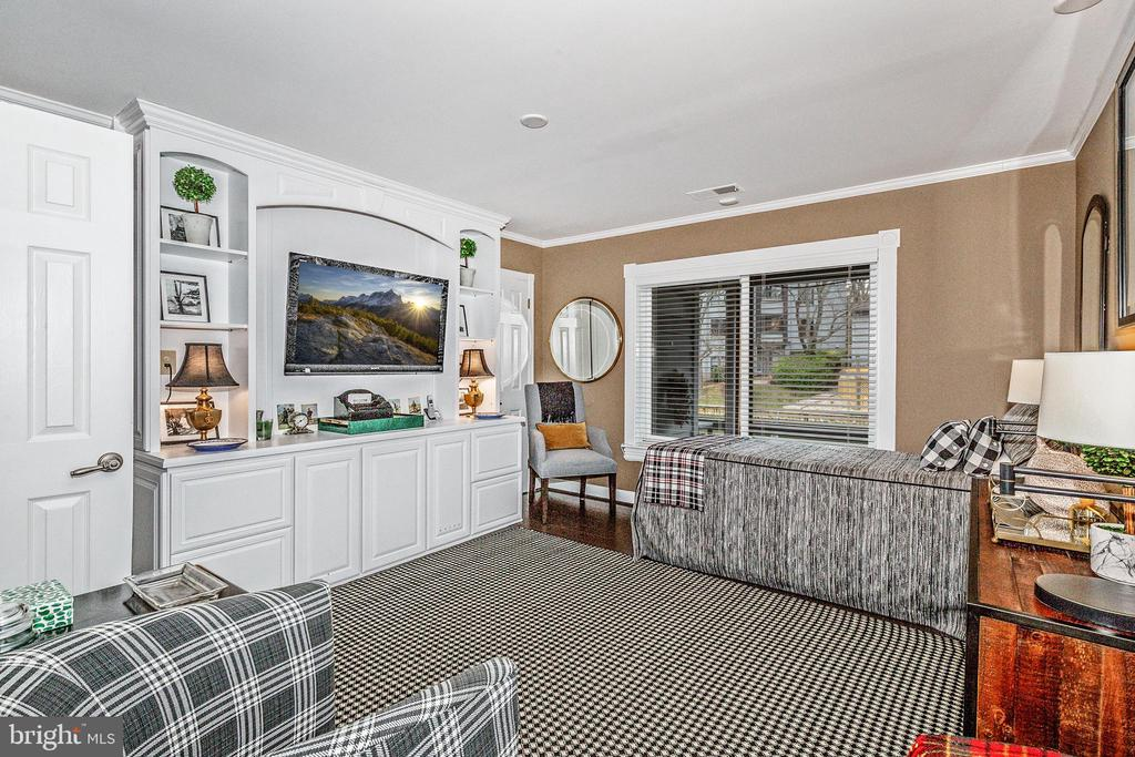 Second bedroom with built-in bookshelves - 12 SPA CREEK LNDG #A, ANNAPOLIS