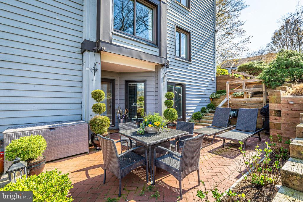 Sunny private terrace to this unit - 12 SPA CREEK LNDG #A, ANNAPOLIS