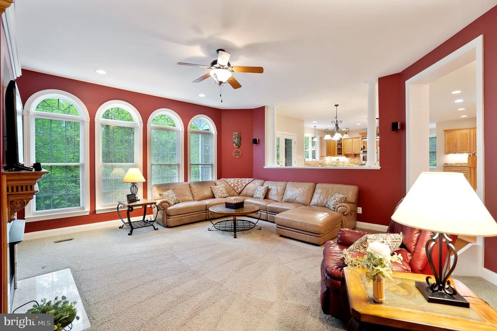 Spacious Family Room - 20 WINDSONG WAY, STAFFORD