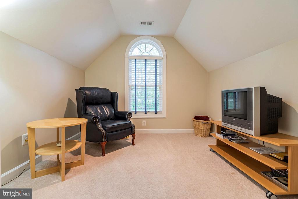 Separate sitting room in 2nd bedroom - 20 WINDSONG WAY, STAFFORD