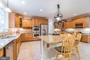 Kitchen is a great place to entertain - 20 WINDSONG WAY, STAFFORD